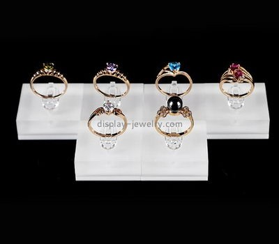 Jewelry display stands supplier customized ucite display blocks mens ring stand RDJ-176