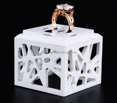Custom white acrylic ring display stand RDJ-255